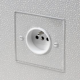 European Socket in Invisible